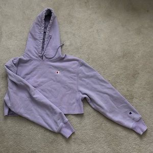 Cropped light purple Champion sweatshirt